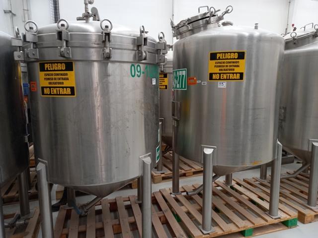 Lote de tanques de almacenamiento